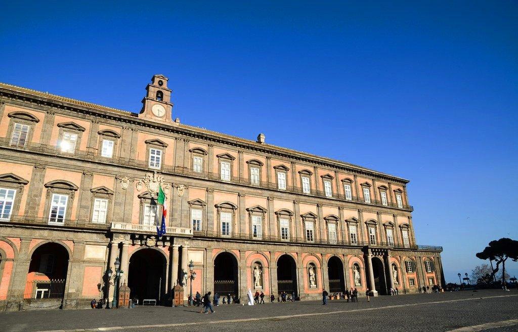 Palazzo Reale Napoli esterno