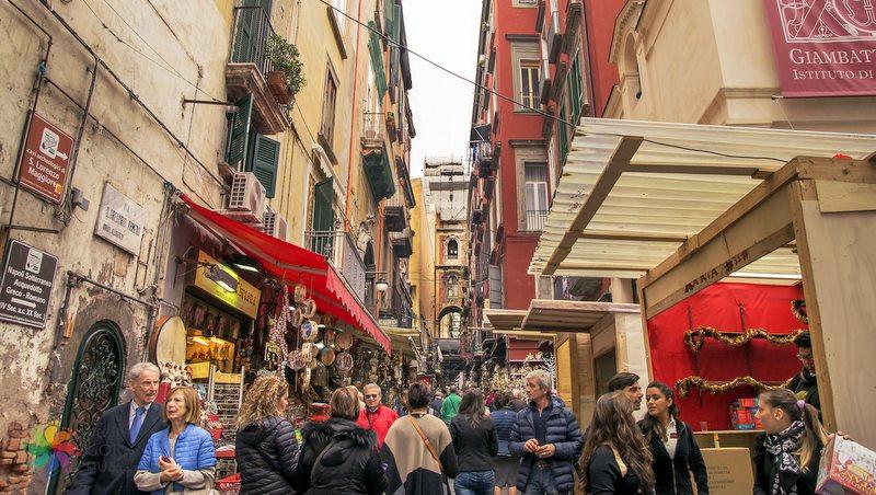 Via San gregorio Armeno Napoli
